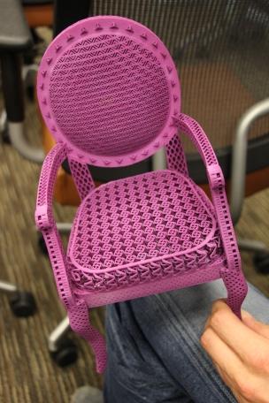 Denne stolen har blitt printet med helt ulike mønstre og egenskaper i en og samme prosess.
